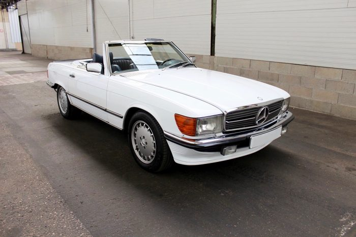 Cinema Star Mercedes 500 SL type 107 « matching numbers », only 53 760 kilometers since new