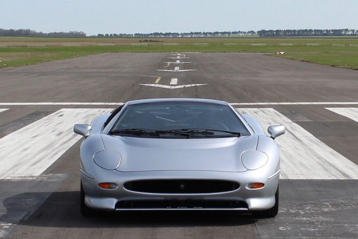 Amazing time capsule – untouched Jaguar XJ220 1993 with 1250 Km, one of the 277 built.