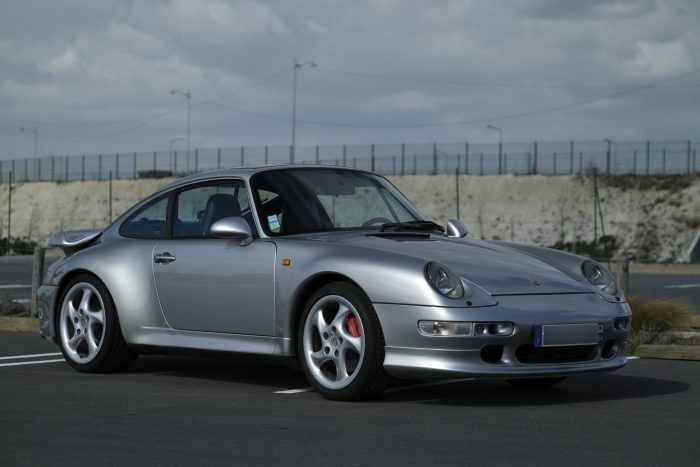 Timeless Porsche 993 Bi-turbo 1996 Artic Grey