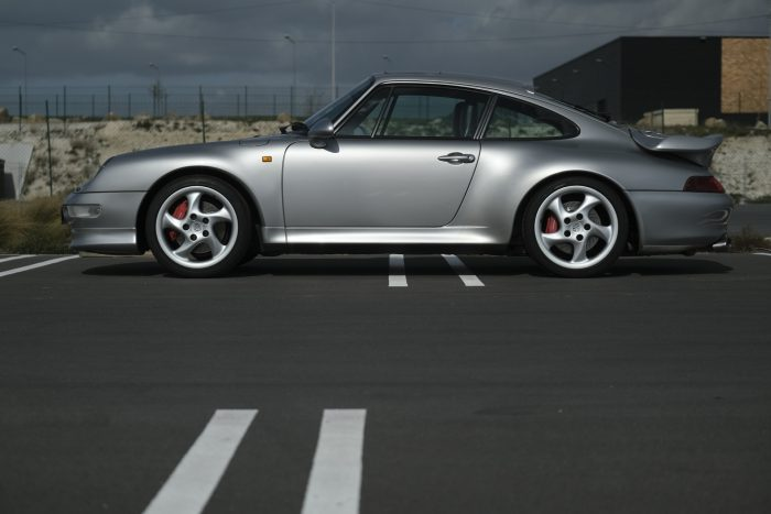 Timeless Porsche 993 Bi-turbo 4 WD 1996 Artic Grey