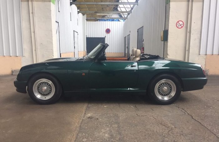Beautiful MG R V8 1994 only14000 kms one of five import in Belgium.