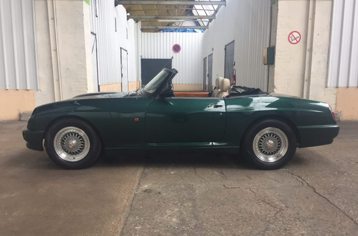 Beautiful MG R V8  1994 only 14000 kms one of five import in Belgium.