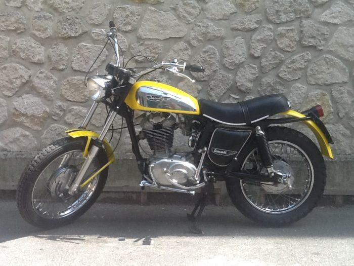 Fameux Ducati Scrambler 450cm3 de 1971.