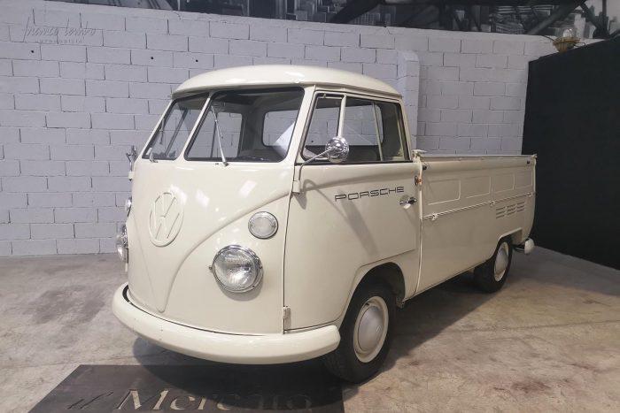 Incroyable pick-up VW T1 1966 jamais restauré avec seulement 45 850 kilomètres depuis sa sortie d'usine.