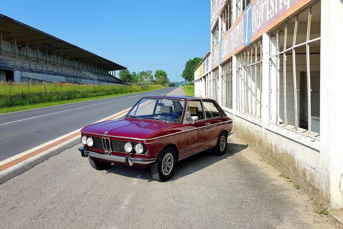 BMW 2002 Touring 1973 only 48,000 original kilometers and 2 owners.
