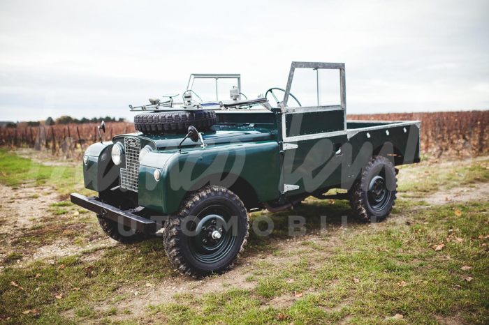 Legendary Land Rover Series 1-3 of the 25 04 1956 equipped with its 2 liters essence